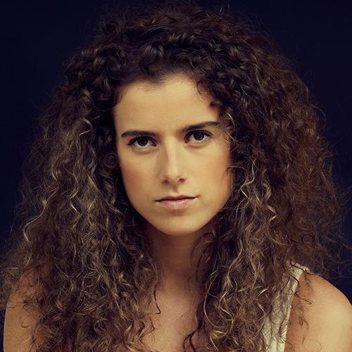 1993 / Adriana L. / 1,70M / atriz