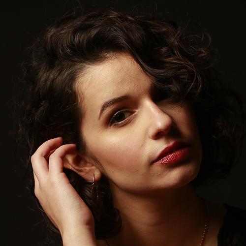 2000 / Gabriela L. / 1,60M / atriz