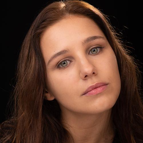 1993 / Micaela S. / 1,65M / atriz